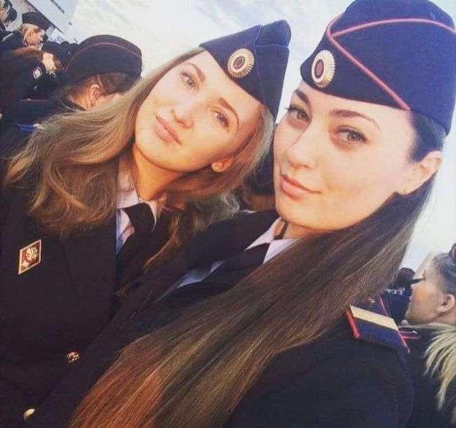 Красивые девушки на службе