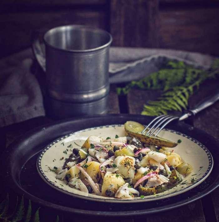 Салат из молодого картофеля и трески