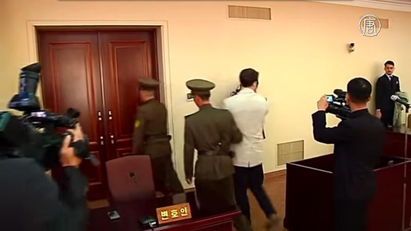 Студента из США осудили в КНДР на 15 лет каторжных работ за... сувенирчик