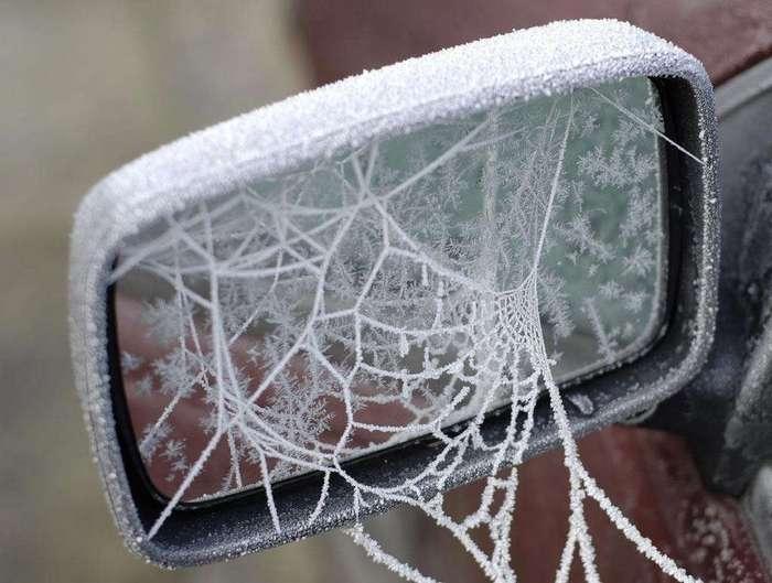 Замороженные автомобили, которые зима превратила в искусство
