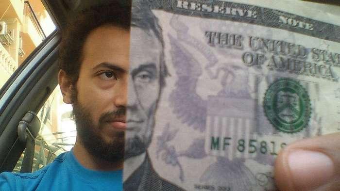 Почувствуй себя президентом. Люди закрывают лицо на фото портретами с денежных купюр