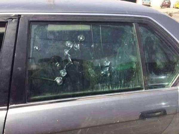 Старый бронированный БМВ вывез из-под обстрелов 70 человек