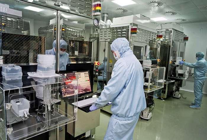 Как в России выращивают сапфировое стекло для iPhone