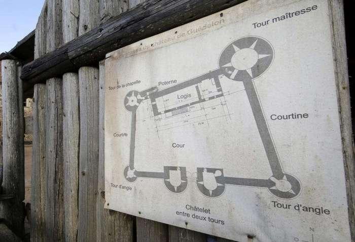 Во Франции строят замок в соответствии с технологиями 13-го века