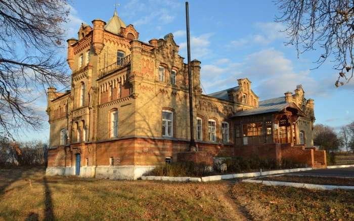 Неизвестная глубинка России: история замка, который стал символом безответной любви