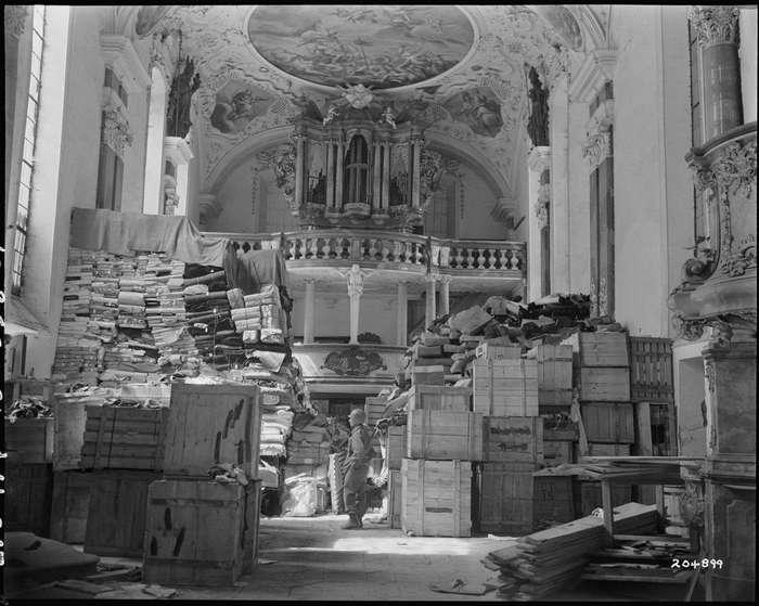 Зондеркоманда «Кюнсберг»: грабеж научного и культурного достояния Советского Союза.