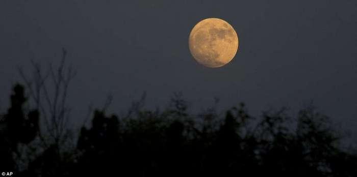 Самая яркая луна с 1948 года: завораживающие снимки со всех концов света
