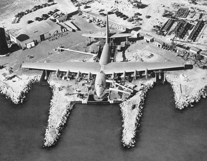 Как Говард Хьюз построил из дерева самый большой самолет в истории
