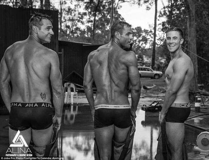 Австралийские пожарные оголились для благотворительного календаря