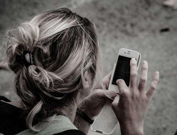 Смартфоны заподозрили в связи с косоглазием