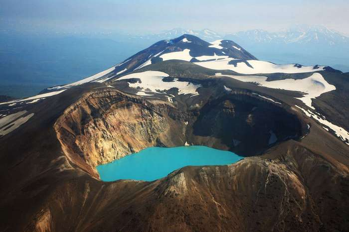 Вулкан с кислотным озером