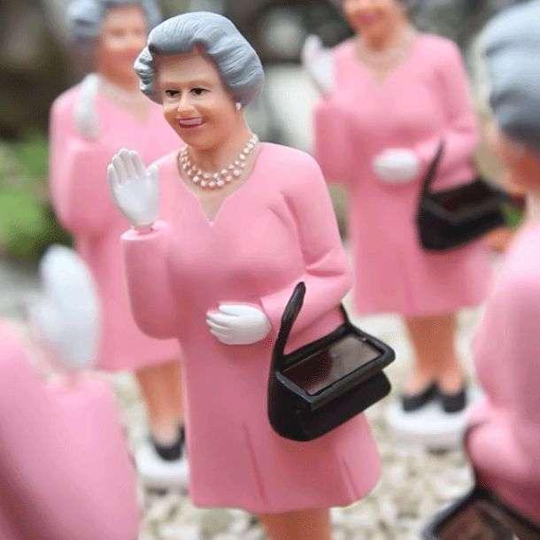 Статуэтка Королевы Елизаветы на солнечных батарейках