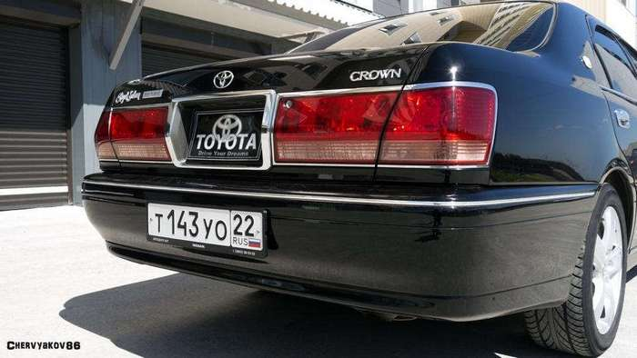 Toyota Crown 3.0 Royal Saloon Mild Hybrid - Обгоняя время