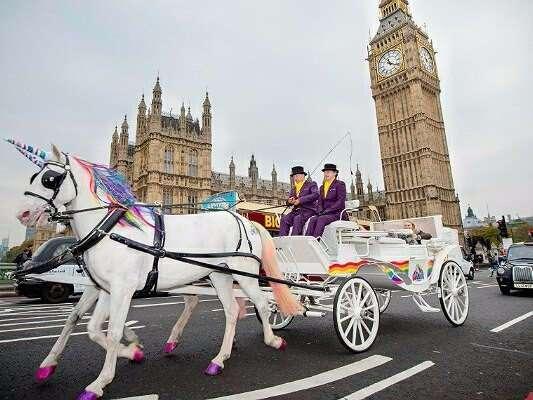 В Лондоне появился новый вид общественного транспорта — единороготакси, призванное улучшить настроение жителям города