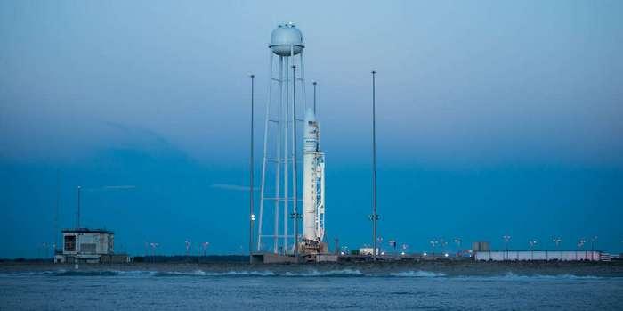 Старты российского космического корабля «Союз МС-02» и американского Антареса