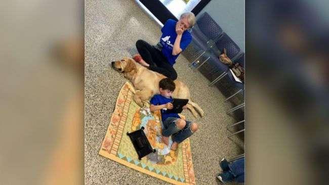 Мальчик-аутист, который боится прикосновений, впервые в жизни обнял собаку
