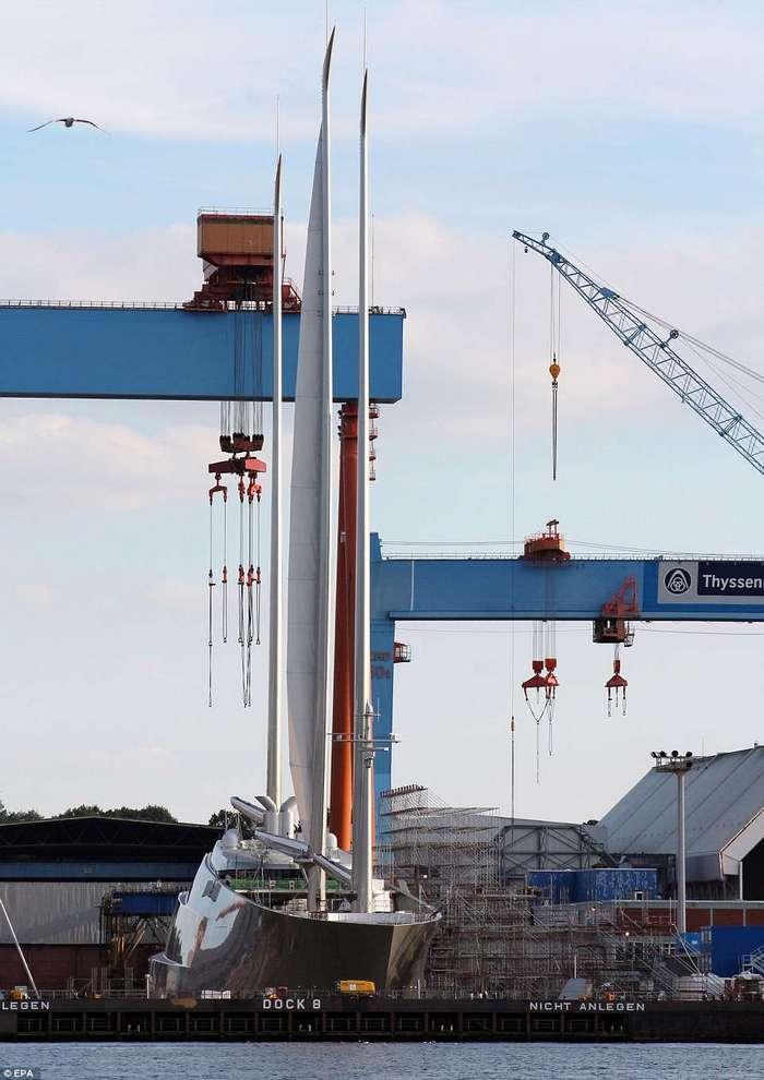 Для российского миллиардера построили самую большую в мире яхту