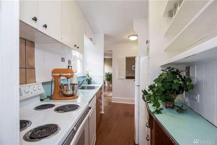 Комфортный узенький дом, построенный назло соседям, продается за полмиллиона долларов