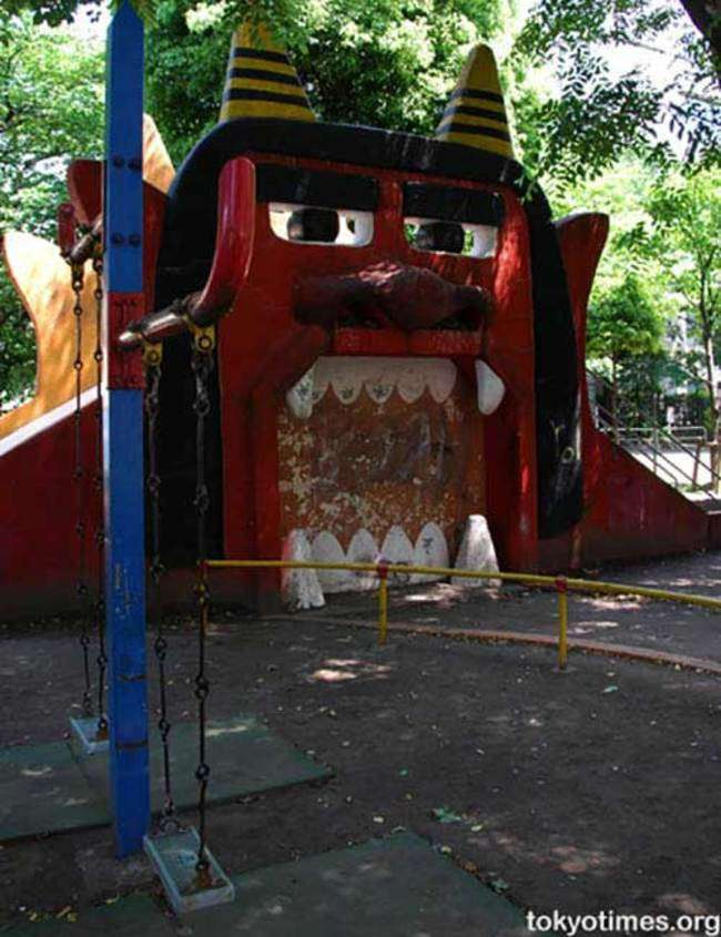 Жуткие детские игровые площадки, способные сломать психику любого ребенка