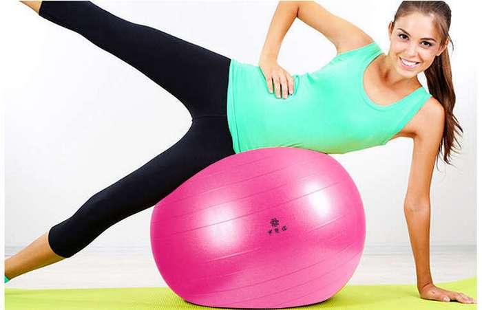 Самые эффективные упражнения с фитболом для плоского живота и талии