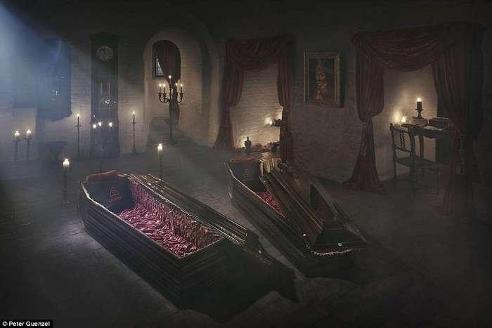 На Хэллоуин замок Дракулы посетят туристы...и переночуют в гробах