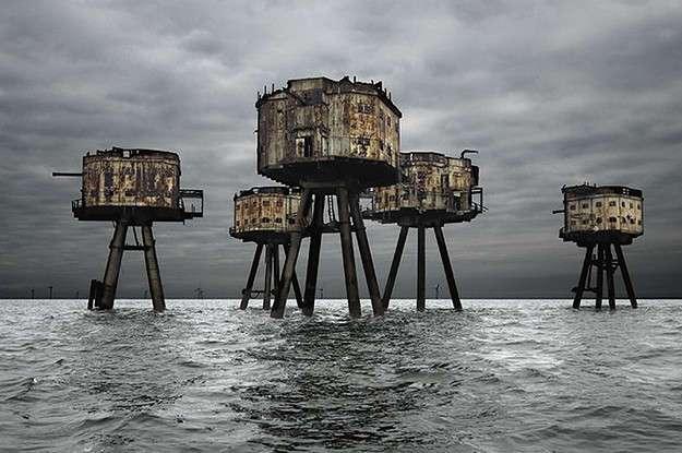 18 очаровательных и пугающих заброшенных зданий