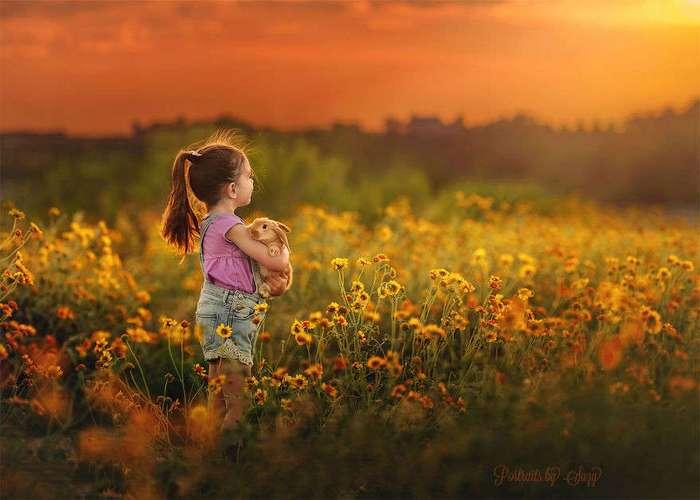 Фотограф создает очаровательные снимки своей дочери с разными животными
