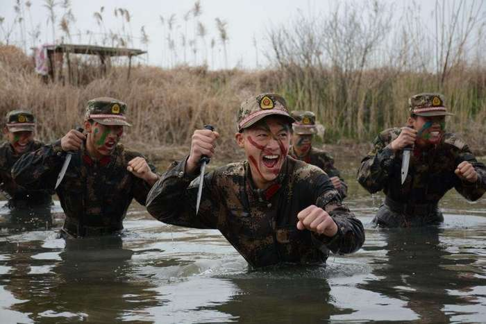 Тяжело в учении, легко в бою: 30 фотографий с тренировок китайских вооруженных сил