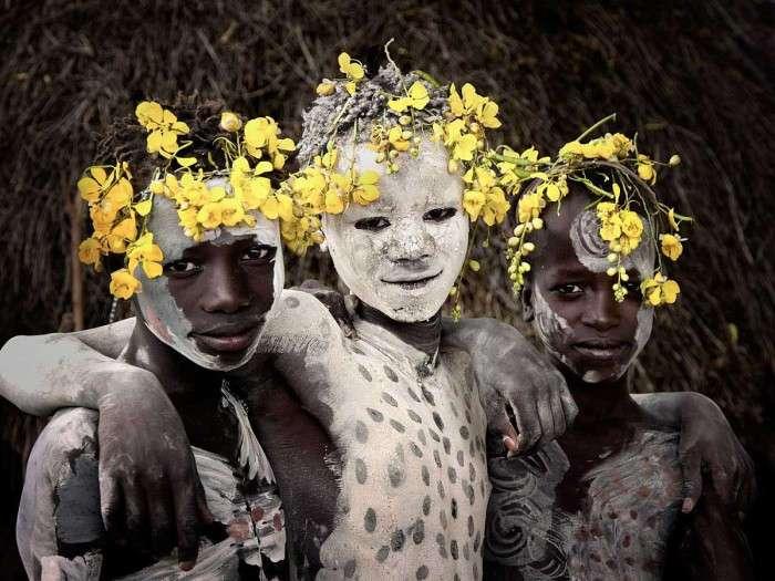 10 колоритных фотографий народности кара, живущих в долине реки Омо