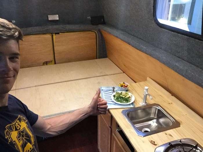 Как сделать дом на колесах из фургона 410