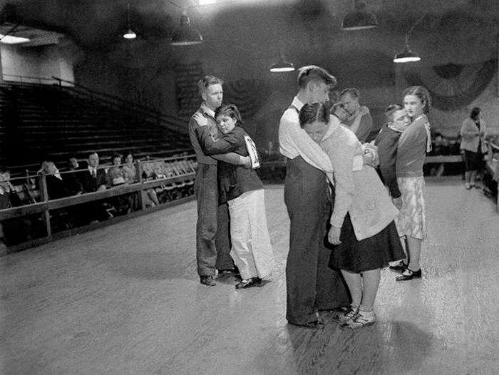 Затанцуй меня до смерти! Как танцы унижали людей в США и помогали выжить в кризис