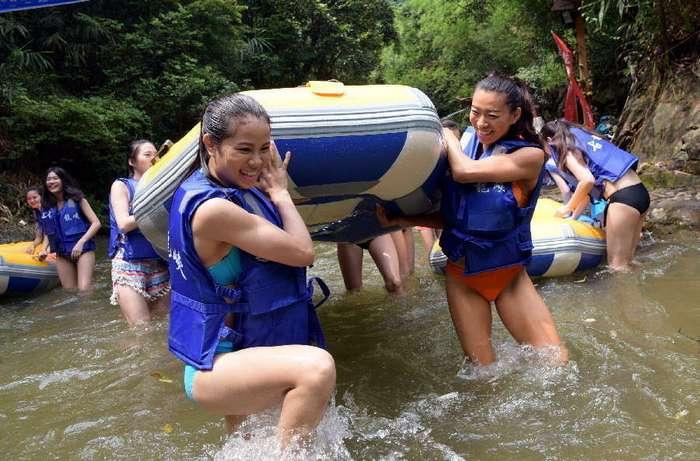 Как подготавливают к работе будущих спасателей в бикини