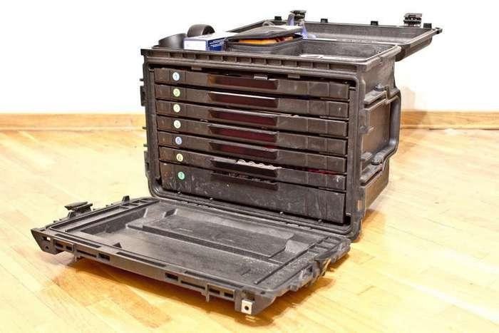 Американский кейс инструментов военного инженера весом в 56 киллограм
