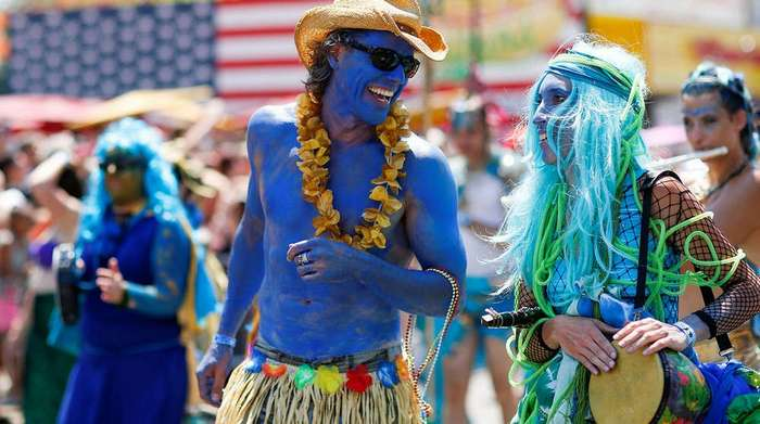 Ежегодный парад русалок в Бруклине