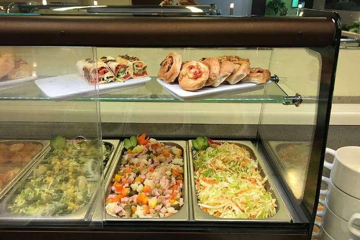 В аэропорт - как в ресторан: чем кормят в бизнес-зале Домодедово