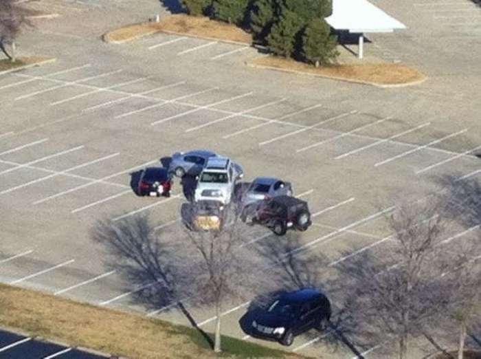 Гениальные ответы хозяевам машин, которые были неправильно припаркованы