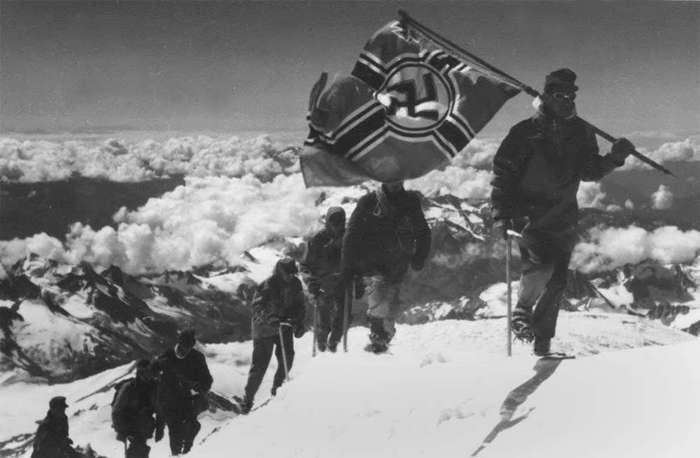 Советский миф о немецком флаге на Эльбрусе