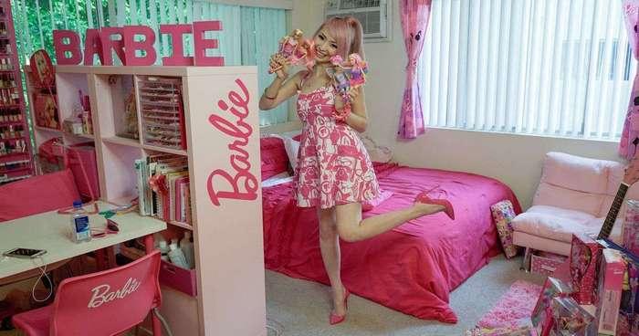 Девушка потратила 70 тысяч долларов, чтобы превратить свое жилище в домик Барби