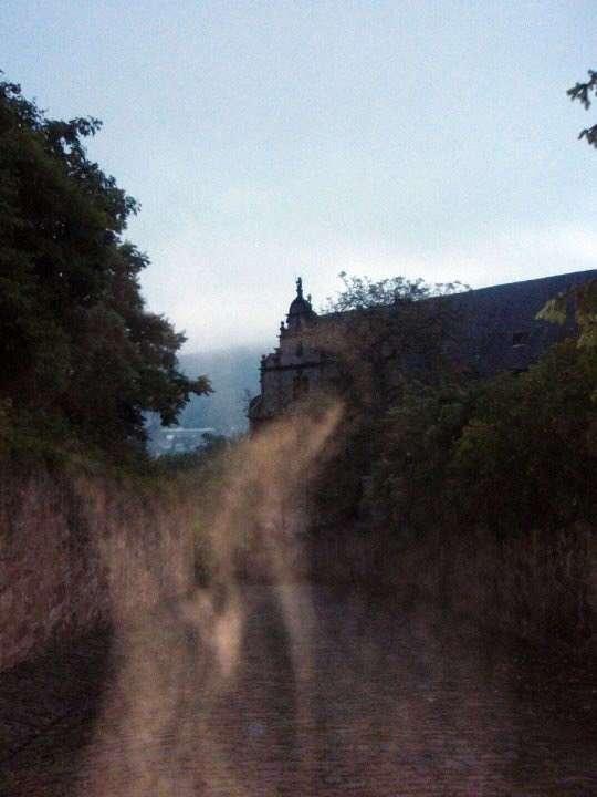 18 страшных фотографий, которые заставят вас поверить в призраков