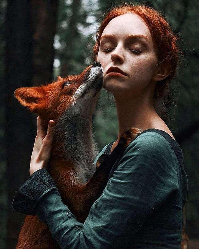 Сказочные портреты рыжеволосых девушек-моделей с лисицей
