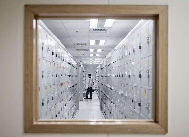 Порядки и зарплаты: журналисты Bloomberg побывали на фабрике Apple в Китае