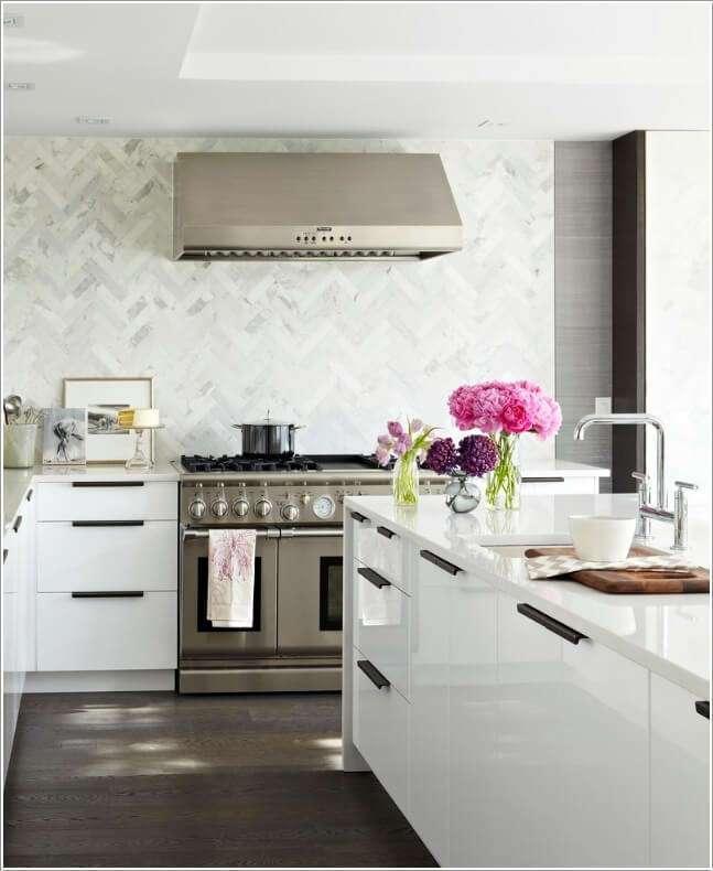 10 оригинальных идей оформления кухонного фартука