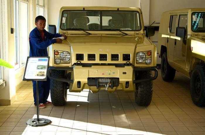 Автосалон по продаже китайских Хаммеров и УАЗиков на Мадагаскаре