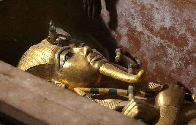 Ученые: кинжал из саркофага Тутанхамона изготовлен из метеоритного