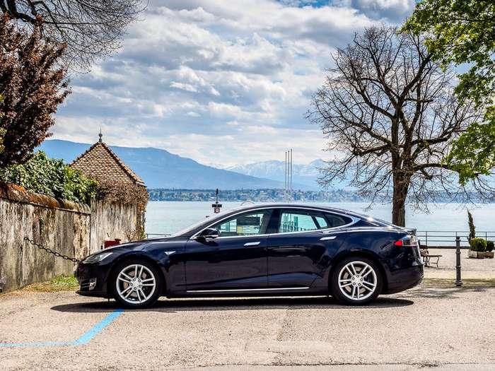 Тест-драйв Tesla Model S 85D: Привет, будущее!