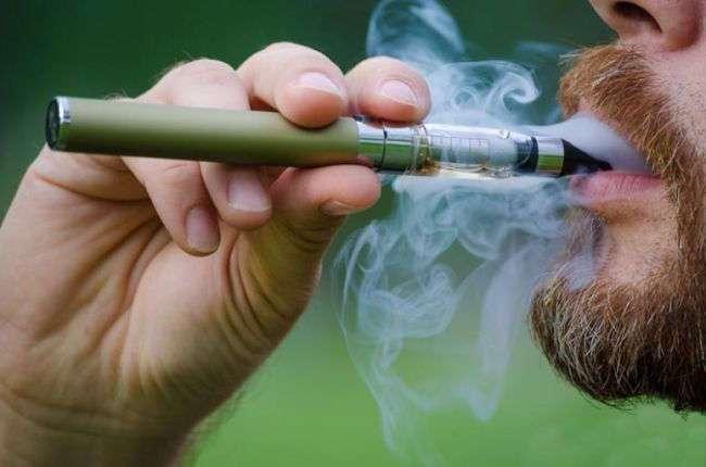 Ученые выяснили, что электронные сигареты повреждают ткани десен