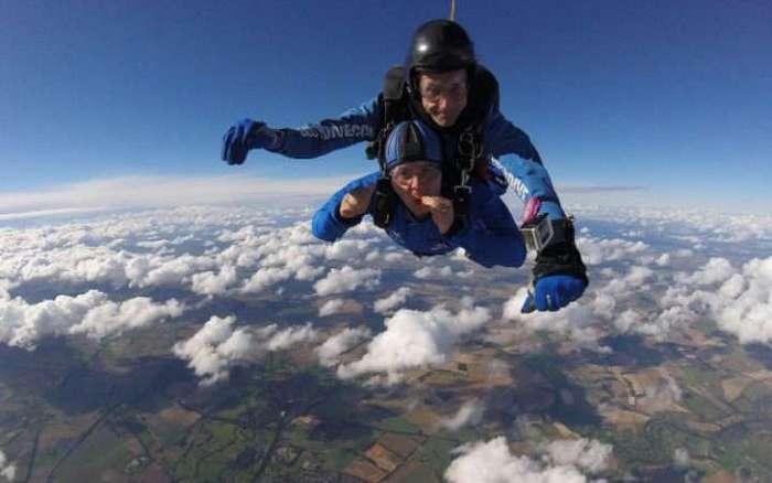 Прыжок с высоты 70 метров и другие фото с Дня рекордов Гиннесса
