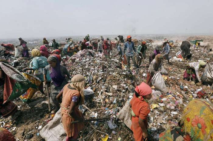 """rag pickers in india Mandira bahl, an indian american photojournalist based in new york, sheds new light on the life of rag pickers in new delhi in a photo essay titled, """"garbage city"""" (mandira bahl/facebook photo)."""
