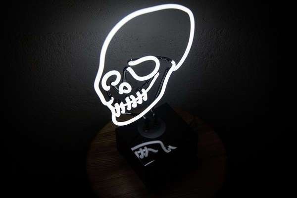 Настольная неоновая лампа «Череп»