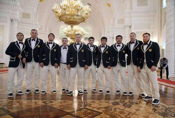 «Кушать подано». Соцсети шутят над новой формой олимпийской сборной России
